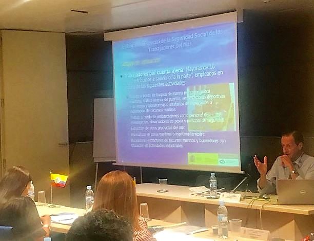 En la foto: En la mesa el Director del Instituto de la Marina, Luis José Casqueiro Barreiro
