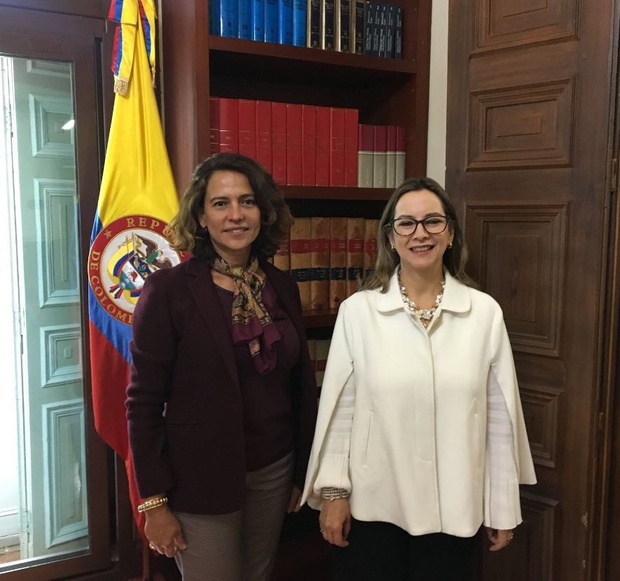 En la foto de izquierda a derecha: La Ministra del Interior de Colombia, Nancy Patricia Gutiérrez y la secretaria general de la OISS, Gina Magnolia Riaño Barón