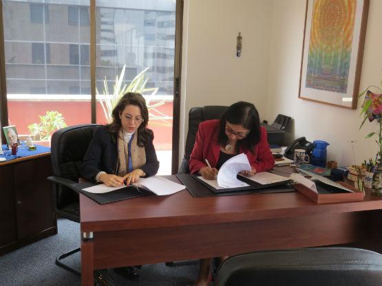 En la fotografía de izquierda a derecha: Gina Magnolia Riaño Barón, Secretaria General de la Organización Iberoamericana de Seguridad Social OISS y Carmen Emilia Ruiz Morante, Presidenta de la Fundación Teletón