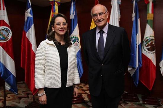 La electa Secretaria General de la OISS, Dª. Gina Magnolia Riaño con el actual Secretario de la OISS, D. Adolfo Jiménez Fernández
