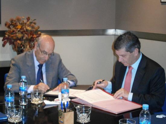 De izquierda a derecha: Adolfo Jiménez Fenrández, Secretario General de la OISS y Rafael Pardo Rueda, Ministro de Trabajo de colombia