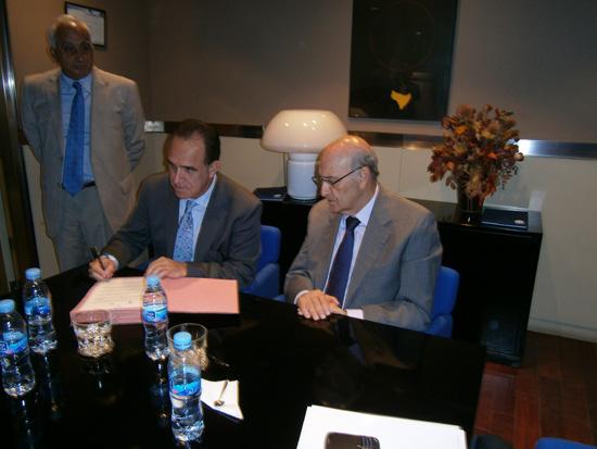 De izquierda a derecha: Francisco M. Jacob Sánchez, Vicesecretario General de la OISS; Ramiro González, Presidente del Consejo Directivo del  Instituto Ecuatoriano de Seguridad Social y Adolfo Jiménez, Secretario General de la OISS