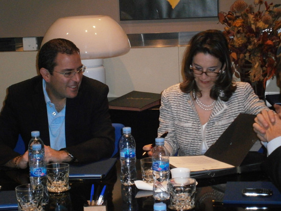 De izquierda a derecha: Francisco Vacas Dávila, Ministro de Relaciones Laborales del Ecuador y Gina Magnolia Riaño, Directora Regional de la OISS para Colombia y el Área Andina