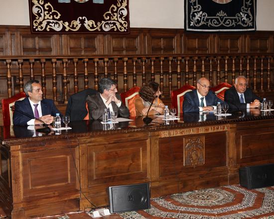 El Secretario General de la OISS, Adolfo Jiménez Fernández se dirige a los graduandos