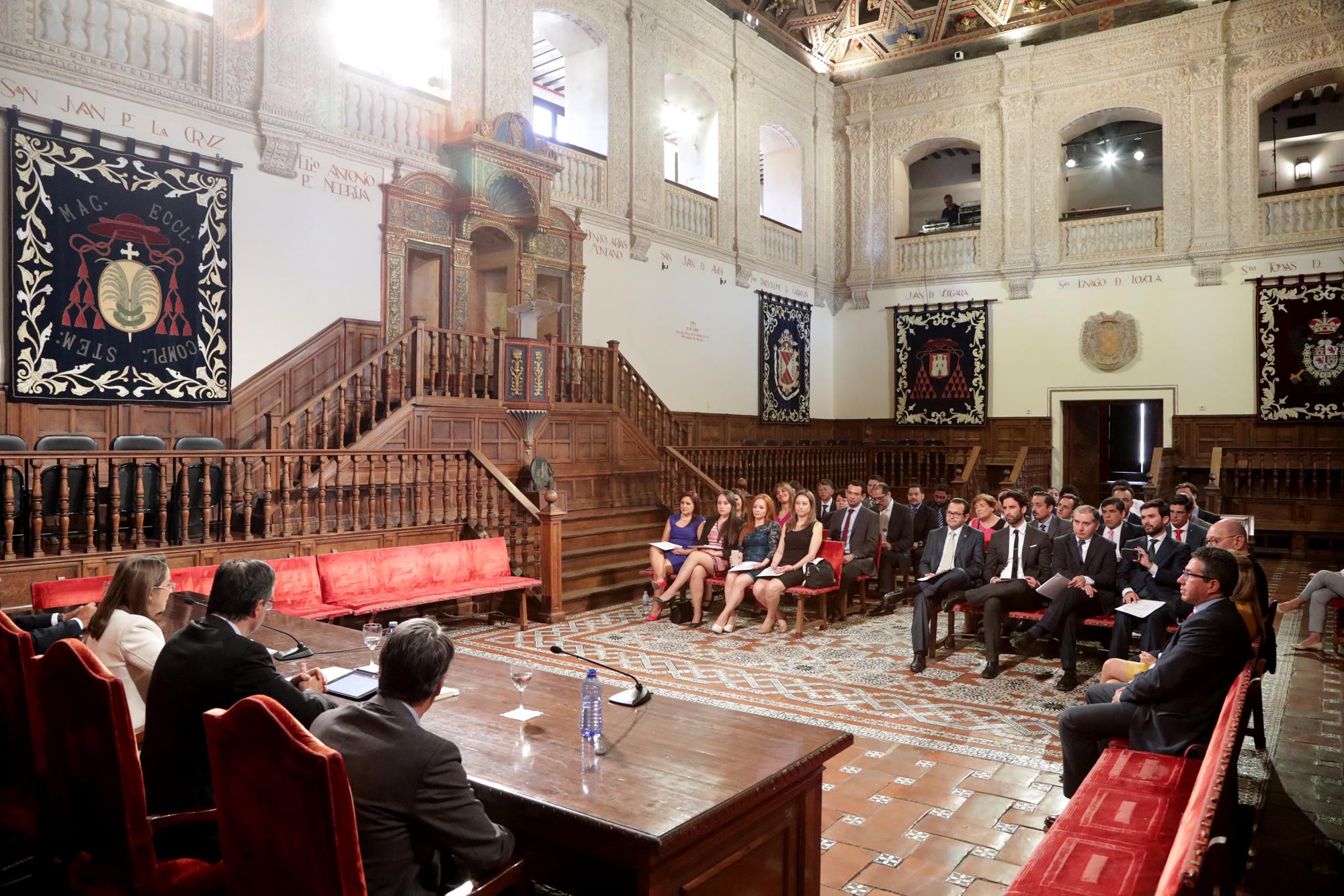 Foto del grupo durante la ceremonia