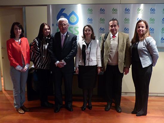 La Secretaria General de la OISS con el Rector de la Universidad CES y Decanos