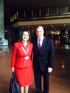 La Secretaria General de la OISS, Gina Magnolia Riaño Barón y el Secretario de Relaciones Exteriores de México, José Antonio Meade, en el marco del acto de posesión del Presidente del Estado Plurinacional de Bolivia