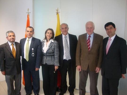 En la fotografía, Representantes del CISS, POSITIVA COMPAÑIA DE SEGUROS, OISS COLOMBIA, ARGENTINA, CIESS DE MEXICO Y CODEES