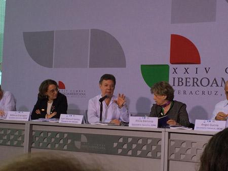 En la foto: Rebeca  Grynspan, Secretaria General Iberoamericana; el Presidente de Colombia, Juan Manuel Santos; la Secretaria Ejecutiva de CEPAL, Alicia Barcenas; el Secretario General de la OCDE, Angel Gurria, en el lanzamiento oficial del libro que contiene el informe de Perspectivas económicas de America Latina para 2015