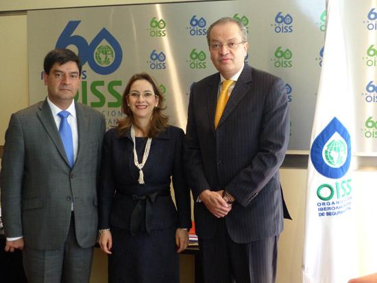 El nuevo Director del Centro Regional con la Secretaria General de la OISS y el Embajador de Colombia en Madrid