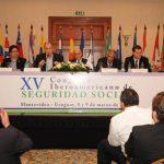 Ernesto Murro, como nuevo Presidente de la OISS, en compañía de los Vicepresidentes y de Adolfo Jiménez Fernández, Secretario General de la OISS, se dirige al XV Congreso Iberoamericano de Seguridad Social