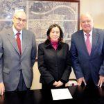 De izquierda a derecha: Adolfo Jiménez Fernández, Secretario General de la OISS, María del Carmen Almendras Camargo, Embajadora de Bolivia en España y Enrique Iglesias, Secretario General de la SEGIB