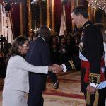La Dra. Gina Magnolia Riaño Barón y el Rey D. Felipe VI