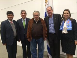 En la foto el ministro de empleo y pensiones de Colombia Juan Carlos Cortes, el presidente de Asocajas de Colombia, Alvaro José Cobo; el presidente del Banco de Previsión Social de Uruguay y Presdidente de la OISS, Ernesto Murro; el Presidente de la República Oriental de Uruguay, José Mujica y la Secretaria General de la OISS, Gina Magnolia Riaño Barón