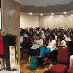 En la izquierda de la foto: Secretaria general de la OISS en la conferencia inaugural