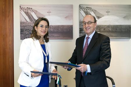 Gina Magolia Riaño Barón, Secretaria General de la OISS y Guillermo Fernández de Soto, Director de CAF para Europa
