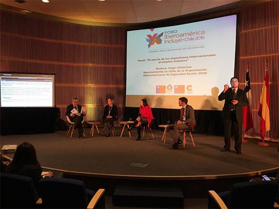 Panel moderado por Hugo Cifuentes, Delegado Nacional de la OISS en Chile
