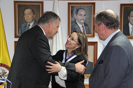 Acto de imposición de Medalla a la Secretaria General de la OISS