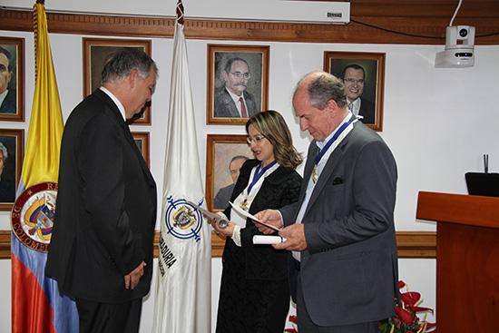 Acto de de imposición de medallas y entrega de diplomas