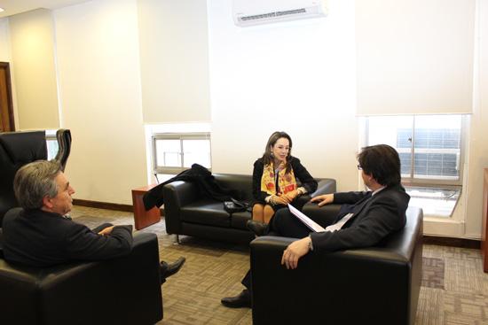 La Secretaria General de la OISS, Gina Magnolia Riaño Barón, a su derecha el Delegado Nacional de la OISS en Chile, Hugo Cifuentes y el Subsecretario de Previsión Social de Chile, Marcos Barraza,