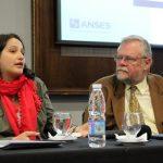 La Presidente del Consejo Nacional de las Mujeres, Da. Mariana A. Gras Buscetto, dirigiendo la palabra a la audiencia acompañada por el Director Regional OISS - Dr. Carlos Garavelli