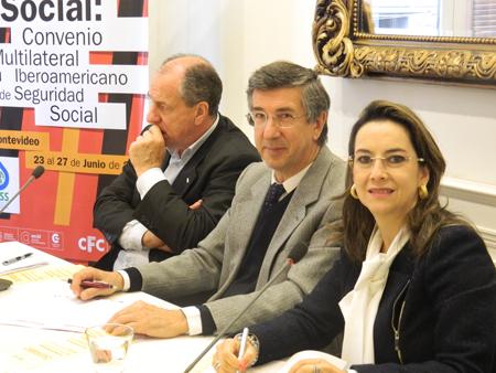 En la foto de izquierda a derecha: el presidente del Banco de Previsión Social de Uruguay y presidente de la OISS, Ernesto Murro, el director del Centro de Formación de la Cooperación  Española, Manuel de la Iglesia-Caruncho y la secretaria general de la OISS, Gina Magnolia Riaño Barón