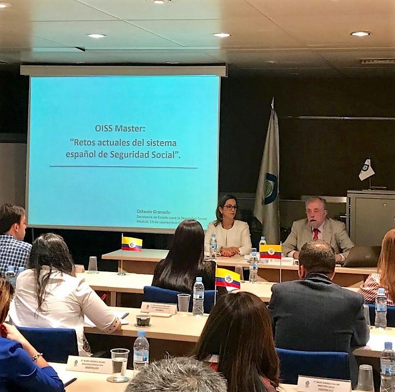 En la foto: En la mesa la secretaria general de la OISS, Gina Magnolia Riaño Barón y el secretario de Estado de seguridad social, Octavio José Granado Martínez