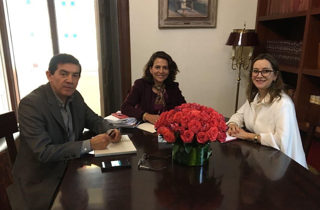 En la foto de izquierda a derecha: El Viceministro para la Participación e Igualdad de Derechos, Juan Carlos Soler, la Ministra del Interior de Colombia, Nancy Patricia Gutiérrez y la secretaria general de la OISS, Gina Magnolia Riaño Barón