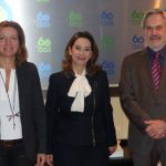 De Izquierda a derecha: la Directora de la OEI, Fabiola Sotelo; La Secretaria General de la OISS, Gina Magnolia Riaño Barón y el Secretario General de la OEI, Paulo Speller