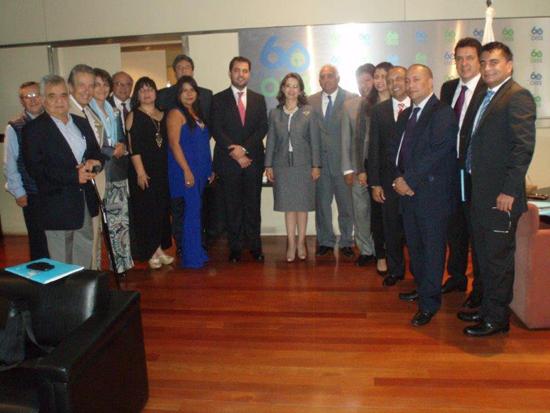 En la foto (en el centro) la Secretaria General de la OISS , Gina Magnolia Riaño Barón y los asistentes de la misión de intercambio
