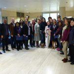 La Secretaria General de la OISS, Gina Magnolia Riaño Barón (de colgante blanco en el centro) con los alumnos del Máster