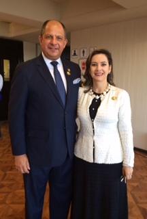 El presidente de Costa Rica, Luis Guillermo Solís y la Secretaria General de la OISS, Gina Magnolia Riaño Barón, con ocasión de la Posesión del Presidente Evo Morales