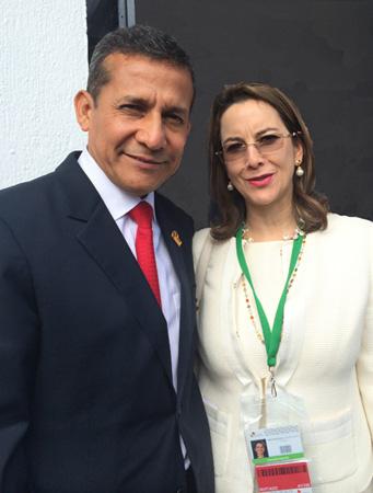 El Presidente de Perú, Ollanta Humala y la Secretaria General de la OISS, Gina Magnolia Riaño Barón