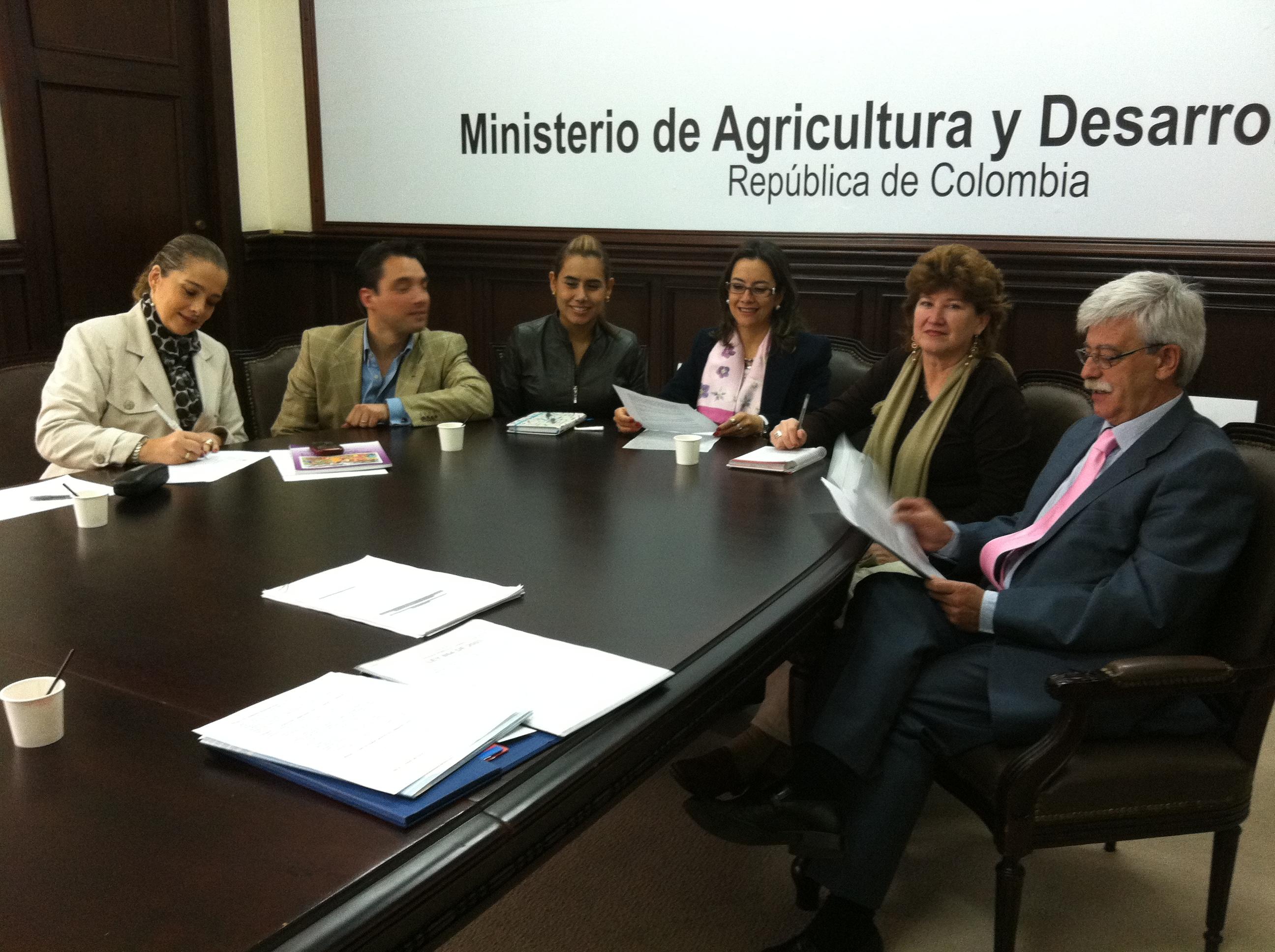 Reunio_Min_agricultura_Dra_Gina_D_Eladio.jpg