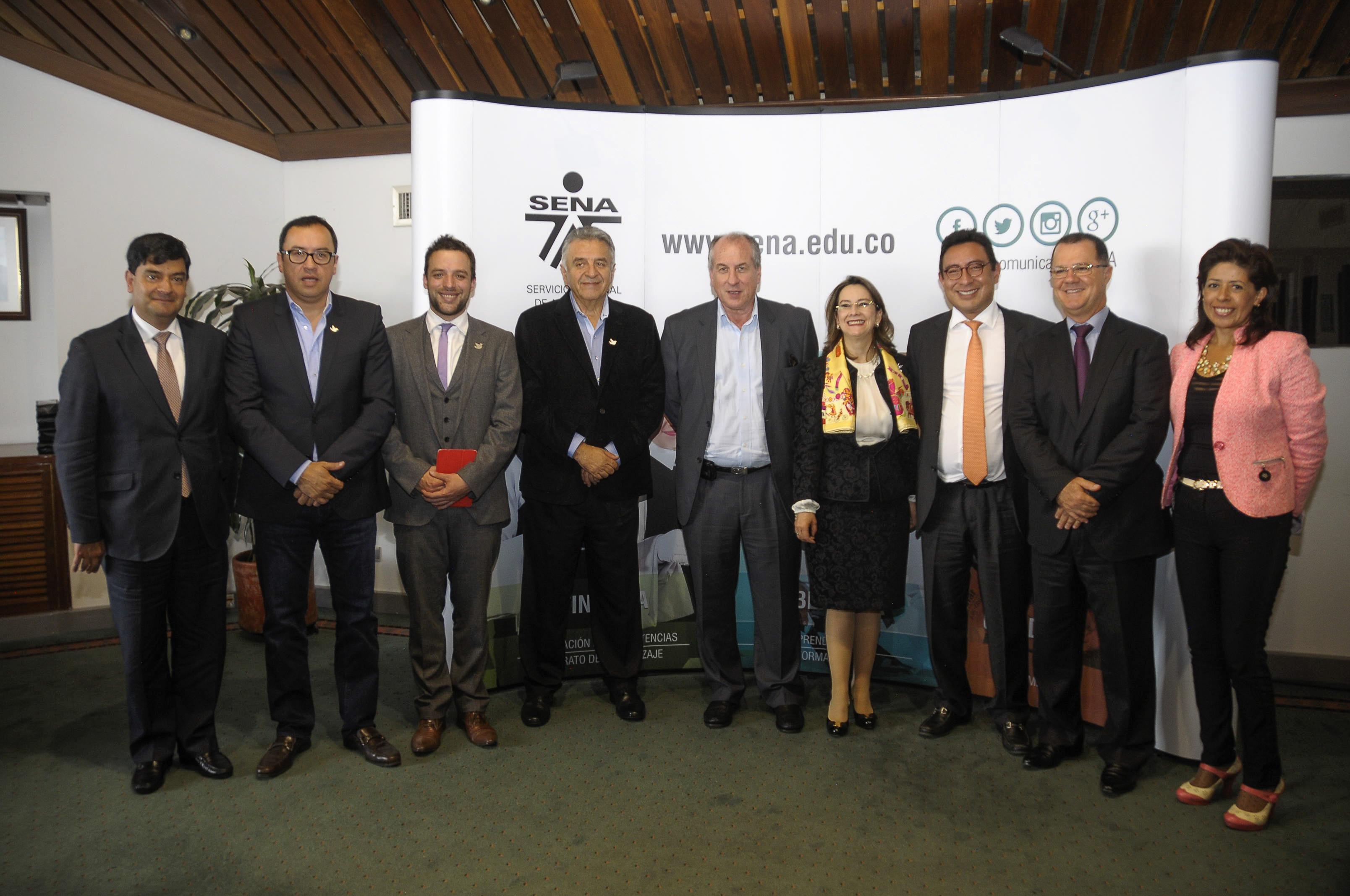 Foto de asistentes a la firma del Convenio