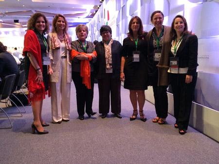 En la foto (a la derecha) la Secretaria General de la OISS, Gina Magnolia Riaño Barón, acompañada, entre otras personas de, Alicia Barcenas, Secretaria General de la Cepal; Luiza Carvalho,  Directora Regional de las Américas y el Caribe de ONU Mujeres; Nuria Sanz Directora y representante de Unesco
