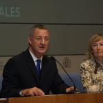 El ministro de Trabajo y Asuntos Sociales de España, Jesús Caldera, y la Secretaria de Estado de Servicios Sociales, Familias y Discapacidad, Amparo Valcarce, explicaron en rueda de prensa el pasado 2 de enero, la puesta en marcha de la Ley de Dependencia, que entró en vigor el 1 de enero.