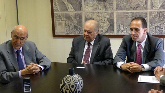 De izquierda a Derecha: Adolfo Jiménez Fernández, Secretario General de la OISS; Enrique Iglesias, Secretario General de la SEGIB y Ramiro González Jaramillo, Presidente del Consejo Directivo del Instituto Ecuatoriano del Seguridad Social