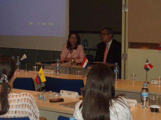La Secretaria General de la OISS, Gina Magnolia Riaño Barón y el Embajador de Colombia en España, Fernando Carrillo Flórez