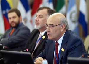 D. Adolfo Jiménez, Secretario General de la OISS, explicando el Proyecto de Convenio Iberoamericano de Seguridad Social.
