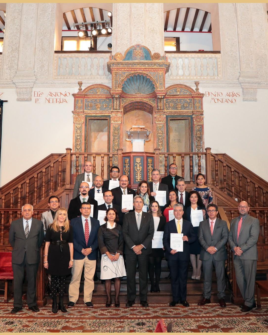 Foto de familia de la XV edición del Máster en Dirección y Gestión de Servicios de Salud