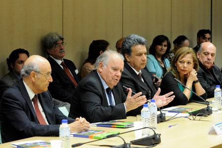 De izquierda a derecha: el Secretario General de la OISS, Adolfo Jiménez Fernández, el Secretario de la SEGIB, Enrique Iglesias, el Vicepresidente de Ecuador, Lenín Voltaire Moreno y la Embajadora de Ecuador en España, Aminta Buenaño Rugel
