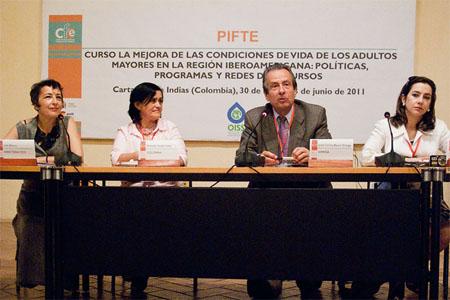 De izquierda a derecha: Lidia Blanco, Directora del Centro de Formación AECID Cartagena; Amanda Valdés, Ministerio de la Protección Social de Colombia; José Carlos Baura, Responsable Adulto Mayor, OISS; Gina Magnolia Riaño; Directora Centro Regional del la OISS para el Área Andina