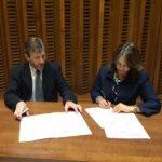 En la foto, uno de los dos Directores Mundiales de Scholas, Prof. Enrique Palmeyro y la Secretaria General de la OISS, Gina Magnolia Riaño Barón, en el Acto de firma de la Carta de Intención