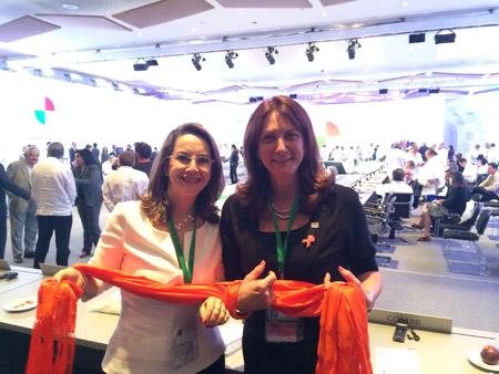 En la foto la Directora Regional de las Américas y el Caribe de ONU Mujeres, Luiza Carvalho, entidad de las Naciones Unidas para la igualdad de genero y el empoderamiento de las mujeres, tejiendo redes en contra de la violencia contra las mujeres, con la Secretaria General de la OISS, Gina Magnolia Riaño Barón