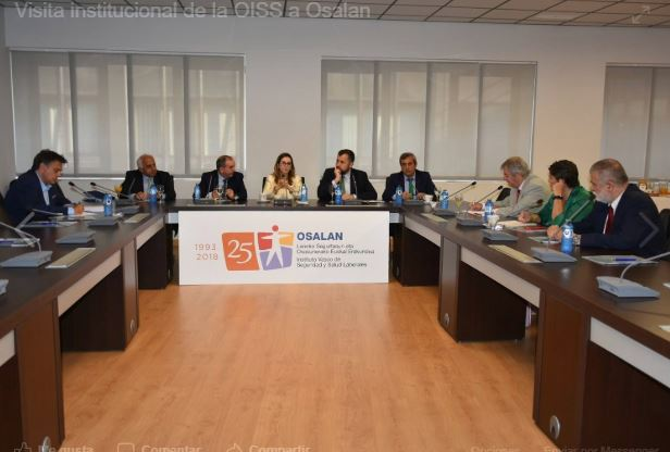 Foto en desarrollo de la reunión en el Instituto Vasco de Seguridad y Salud Laborales – OSALAN