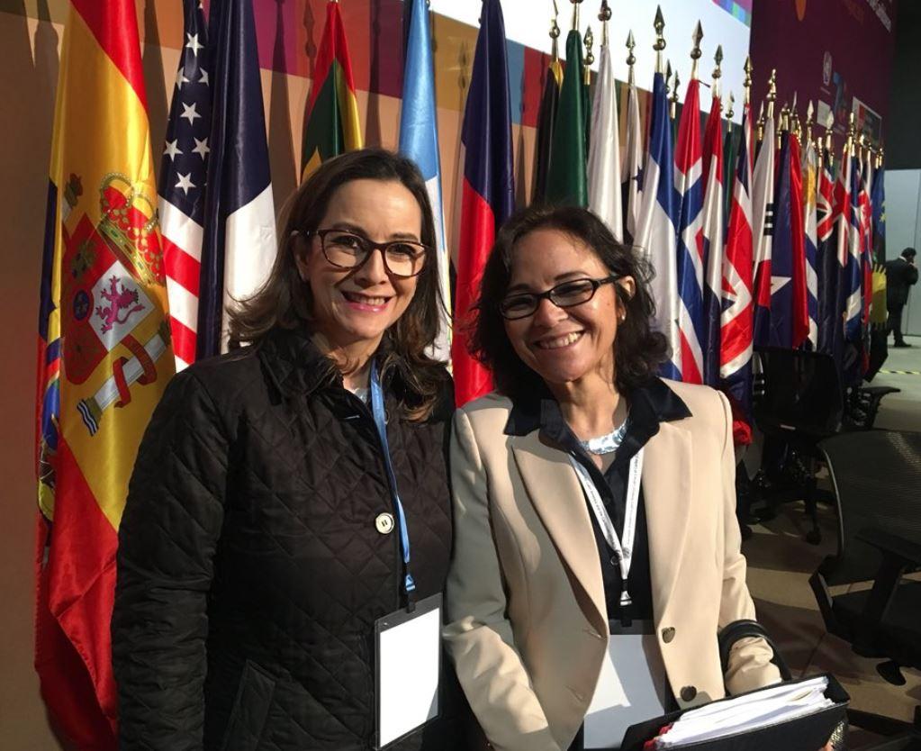 En la foto de izquierda a derecha: La secretaria general de la OISS, Gina Magnolia Riaño Barón y la Viceministra de la Mujer de Perú, Cecilia Esther Aldave Retos