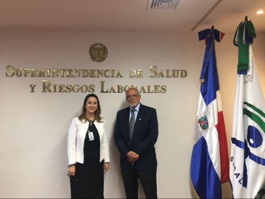 En la foto la secretaria general de la OISS y el Superintendente de Salud y Riesgos Laborales (SISALRIL) de República Dominicana, Pedro Luis Castellanos